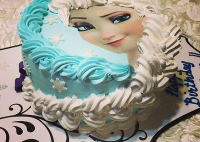 Photo 5 Gâteau Elsa la Reine des Neiges et sa jolie tresse - Décoration à la poche à douille - Ma Folie Des Fêtes (2)