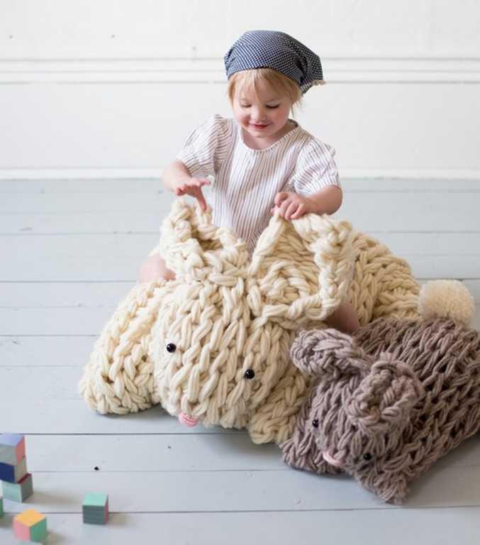 DIY - Tricoter avec les bras un lapin géant réconfortant (photo 5) - Ma Folie Des Fêtes