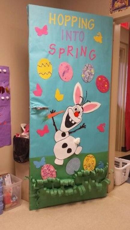 Pâques décoration de porte de classe lapin sur porte de couleur - Ma Folie Des Fêtes