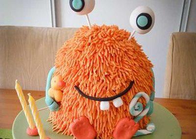 Gâteau monstre rigolo décoration poche à douille - (14)