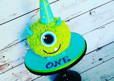 Gâteau monstre rigolo décoration poche à douille - (16)