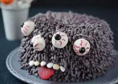 Gâteau monstre rigolo décoration poche à douille - (17)