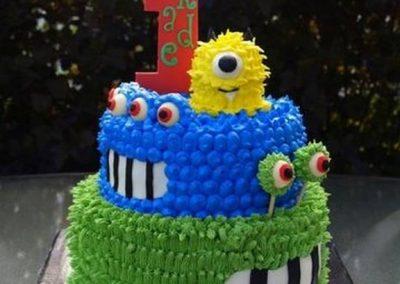 Idée Gâteau monstre rigolo décoration poche à douille 11
