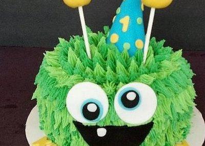 Idée Gâteau monstre rigolo décoration poche à douille 2