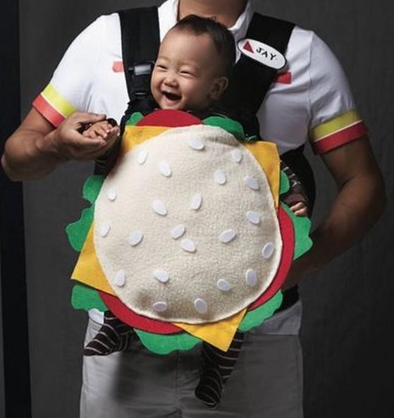 Déguisement porte-bébé gourmand version sandwich hamburger - Ma Folie Des  Fêtes c07f4a0c50e2