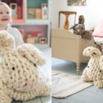 ★ Tutos DIY : Tricoter avec les bras un lapin géant réconfortant ★