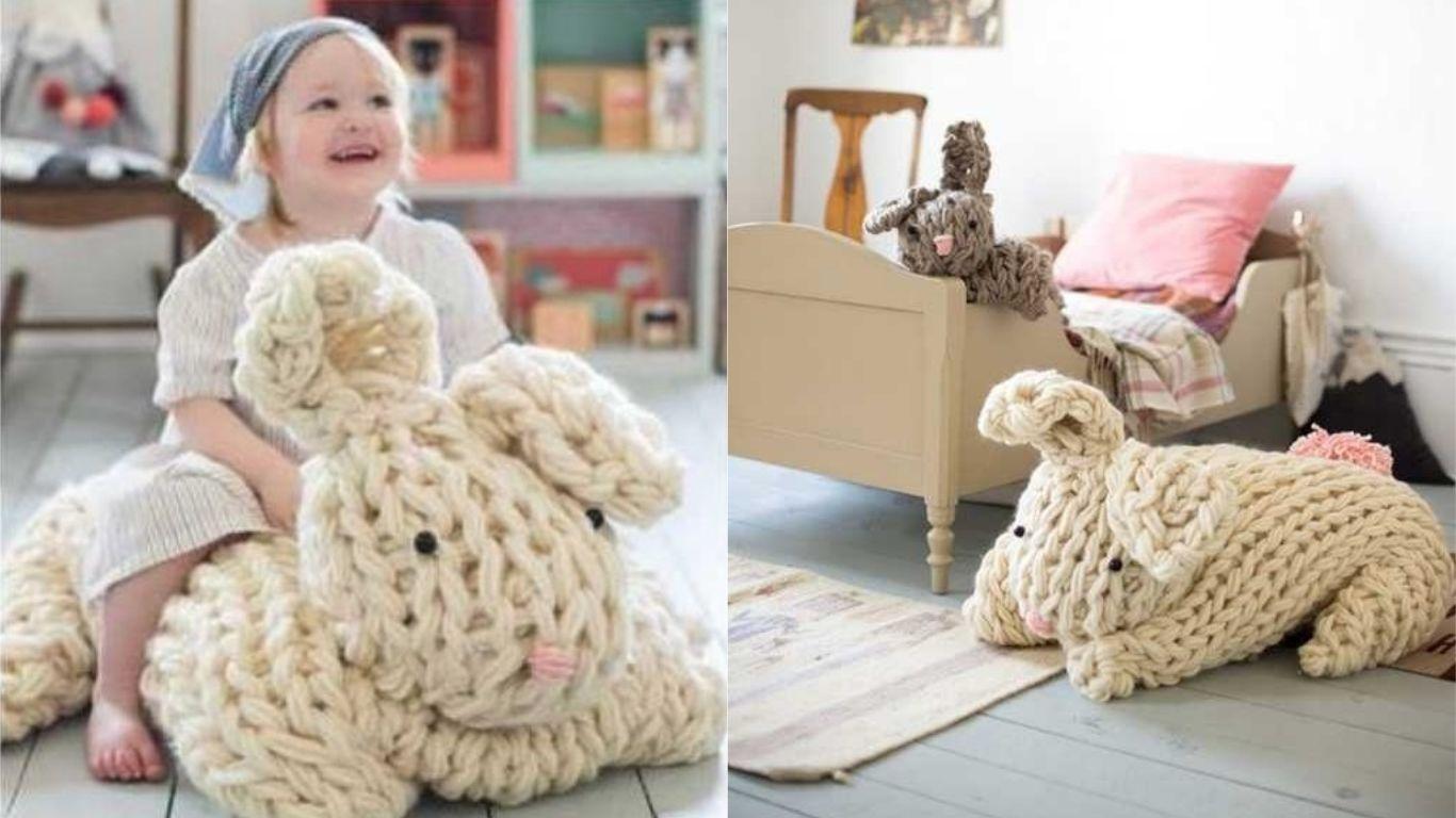 DIY-un-lapin-géant-réconfortant-tricoté-avec-les-bras-photo-7-Ma-Folie-Des-Fêtes